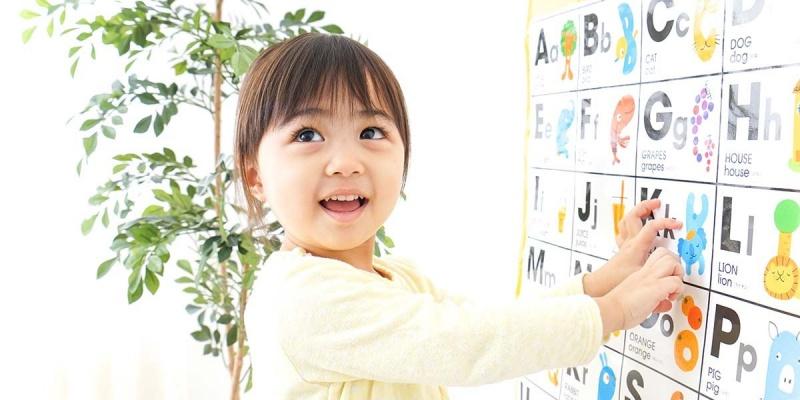 Dạy trẻ bằng phương pháp mô tả thông qua thẻ tranh sẽ tạo ra sự tò mò để trẻ xem và đoán