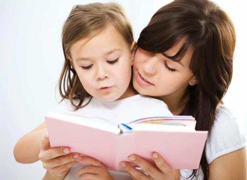 Cho trẻ học thông qua các trò chơi, bài hát, kể chuyện tiếng Anh
